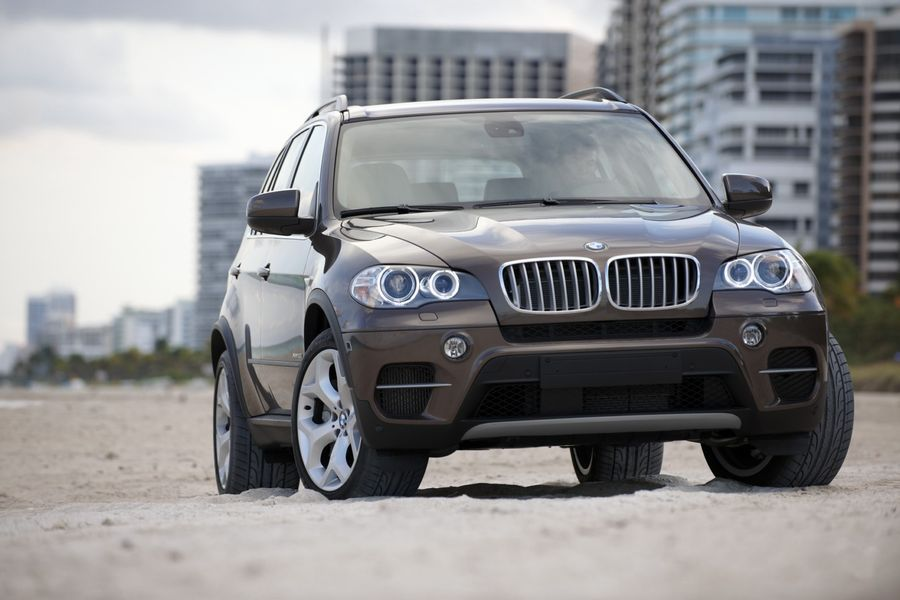 BMW kutsub kütuselekke tõttu hooldusse 154 472 autot