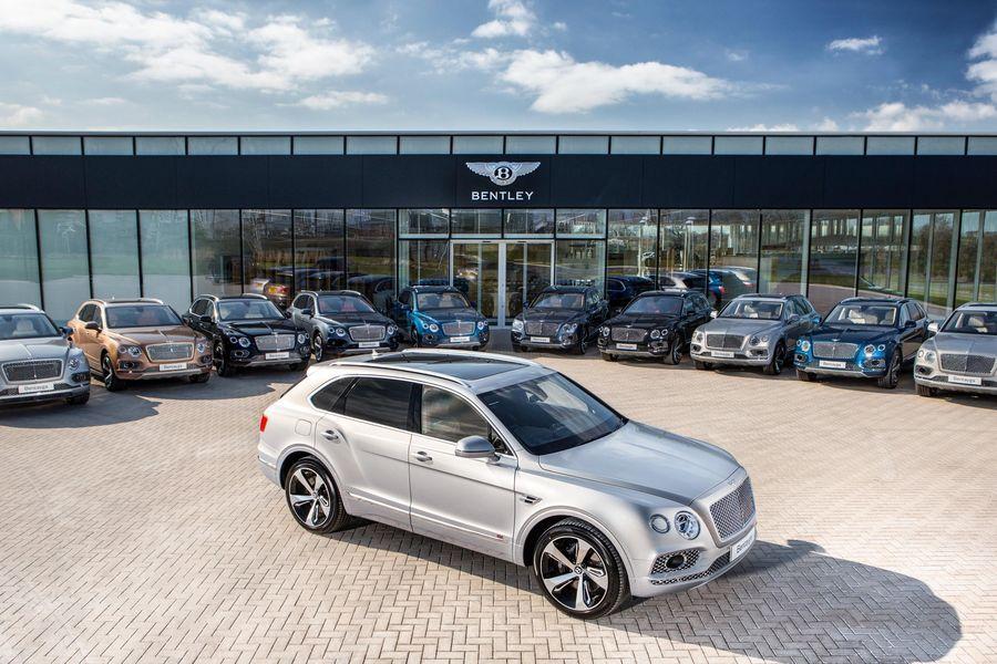 Esimesed Bentley maasturid anti klientidele üle