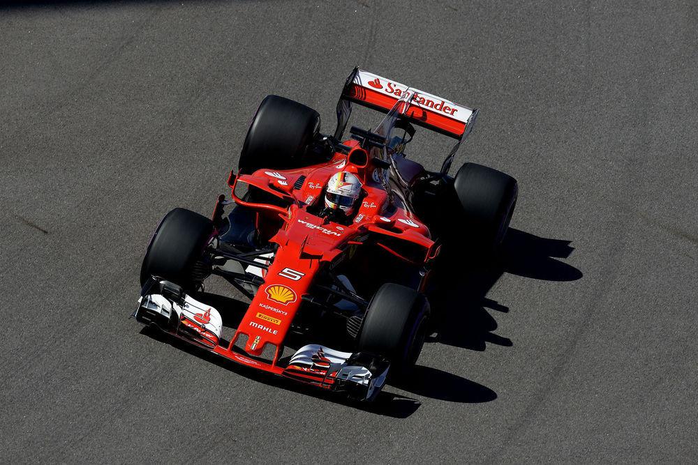 F1: Sotšis vallutasid stardirivi esirea Ferrari sõitjad