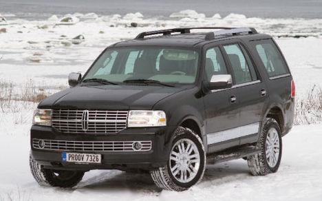 Ligi miljon krooni maksvat Lincoln Navigatorit ei saa keegi süüdistada tagasihoidlikkuses – see on suur ja läikiv, nagu ilmselt säärase auto ostja soovibki.