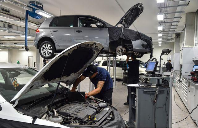 Suvine aeg tekitab töökodades järjekordi, sest autotehnikud ja diagnostikud puhkavad ning asendustöölisi neile ei leita. Foto: Newspress