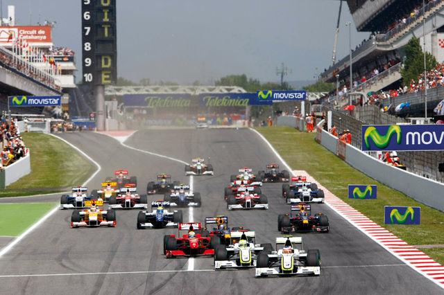 Stardirivi eesotsas Brawni sõitjad Jenson Button ja Rubens Barrichello, kes noppisid hooaja jooksul 8 esikohta, neist 4 kaksikvõitu. Foto: Brawn GP