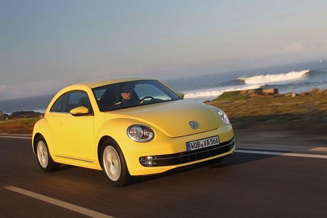 VW Beetle rändab loojangu poole. Foto: Volkswagen