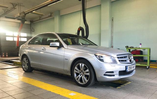 Mercedest uuriti sellele margile spetsialiseerunud remonditöökojas, automaatkäigukasti asjatundjate juures ning tehnoülevaatusel. Ühine hinnang: kõik on korras. Foto: Margus Pipar