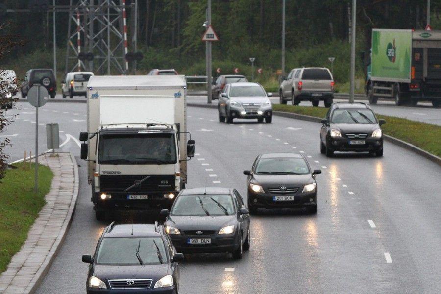Alates 1. jaanuarist 2018 kehtib Eesti avalikult kasutatavate teede võrgustikul kõikidele üle 3,5-tonnistele veoautodele teekasutustasu.