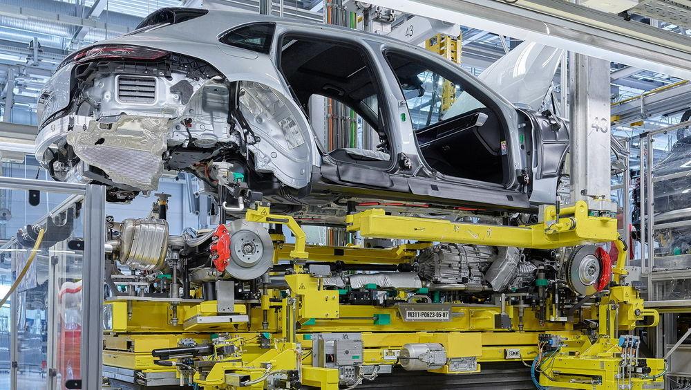 Porsche Panamera universaal jõudis lõpuks konveierile